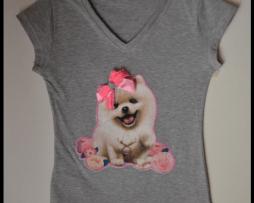 blusa-gris-cuello-v-aplique-perro