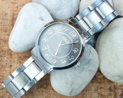 Reloj Metalico Plateado Big Number Negro - relojes mujer