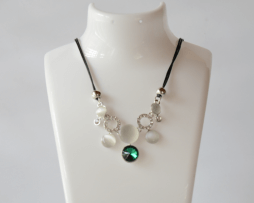 collar-verde-gema-tono-plateado-estilo-2