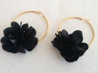 Candonga Dorada Flor Negra - aretes mujer